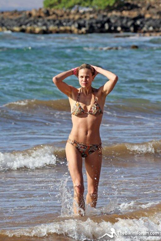 brooke-burns-bikini-beach-december-2011-6